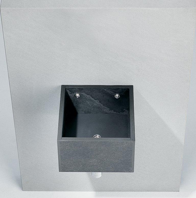 квадратная черная раковина Sparta от Макса Фрея (Max Frei) и Спалло Кольба (Spallo Kolb)